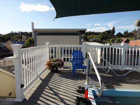 Overlook Hot Springs Spa: Overlook -top deck