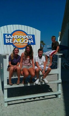 The Sandpiper Beacon Beach Resort : Family having fun in Panama City.
