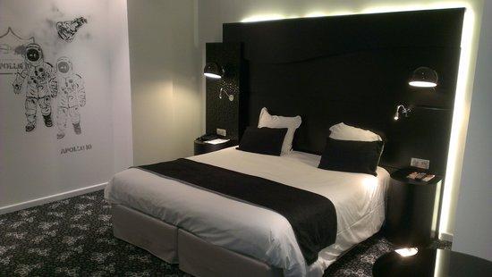 Quality Hôtel Centre del Mon : Chambre spacieuse et literie de bonne qualité