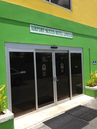 Airport Suites Hotel: Main Entrance