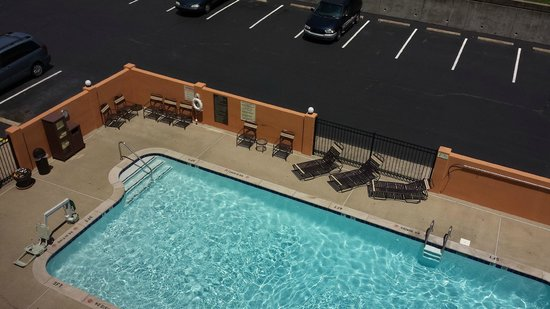 Hyatt Place Nashville/Opryland : pool view, very clean
