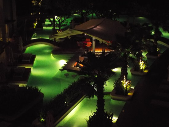 Kalima Resort & Spa : View of the pool at night