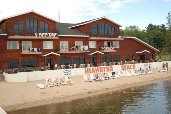‪Hiawatha Beach Resort‬