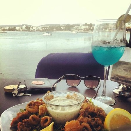 Posada LunaSol Hotel: Calamari and cocktails down by the marina...