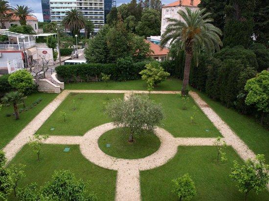Rear gardens Villa More