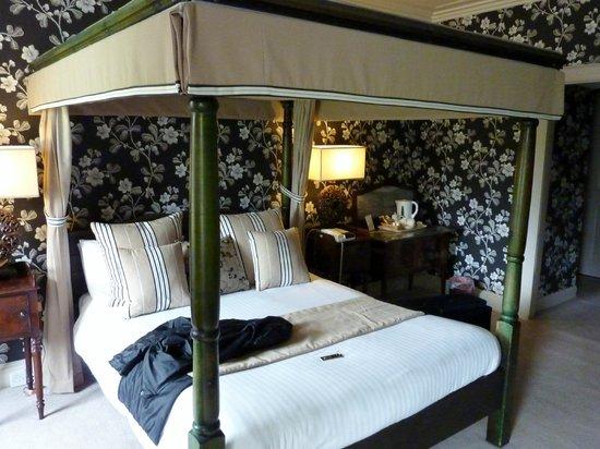 Culcreuch Castle Hotel: Room 4 Napier suite
