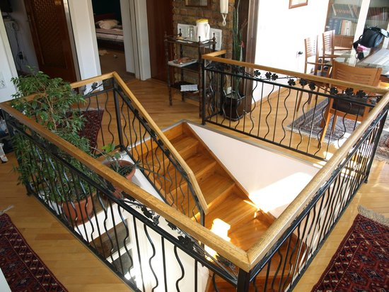 Halvat Guesthouse: Stairway to 2 bedroom apartment - Halvat