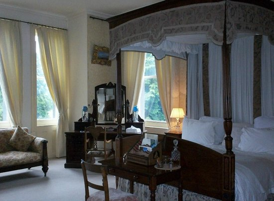 Clonalis House: Beautiful Bedroom, comfortable and romantic four poster bed.