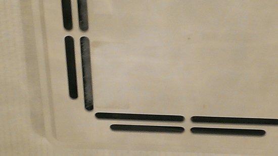 verdreckte und defekte lüftung im badezimmer - bild von center