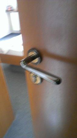 Center Hotel Rossau: Jede Tür ist von Außen mit normalem Türgriff zu öffen, falls vergessen wird abzuschließen