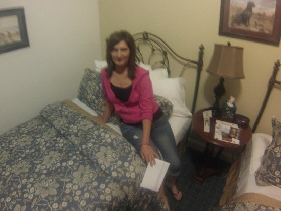 Ruebel Hotel: The angle of the picture makes the bed look really small, but it wasn't . This room had 2 full b