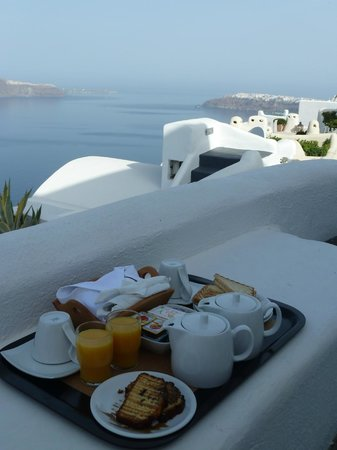 Vallais Villa: Breakfast at sunrise
