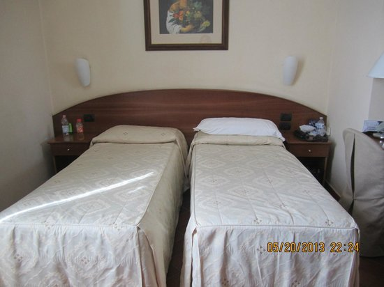 Hotel Caravaggio: 2 single beds