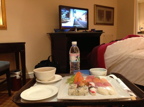 Radisson Blu Hotel, Jeddah: Room 633 seen from armchair with room service from Japanese Restaurant (approx 100 SAR)