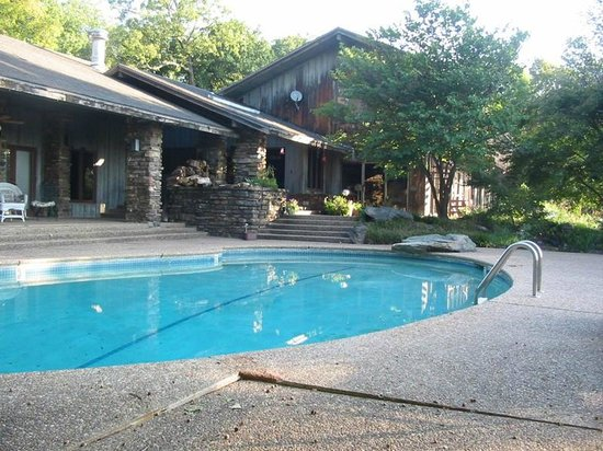 The Inn at Bella Vista: Back pool deck on a clear summer day