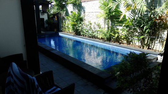Legian Guest House Bali: pool out side my room