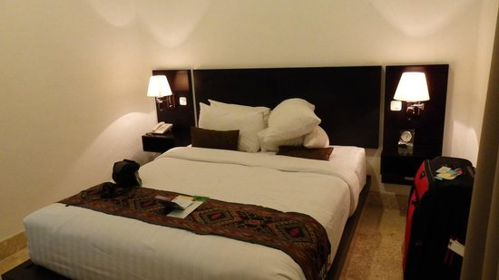 Legian Guest House: big bed very coftable