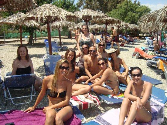 Belle Helene: Praia do hotel e quiosques