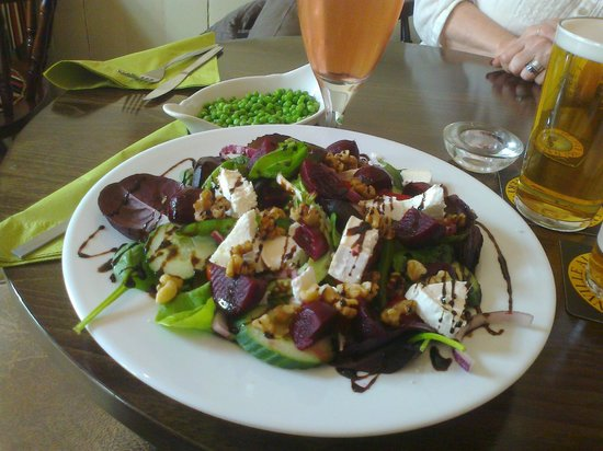 The Station Inn: goat's cheese and walnut salad