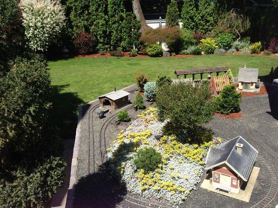 C'est La Vie Inn: The train tracks that Jack has built outside of the house
