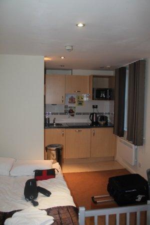 Grand Plaza Serviced Apartments: Kitchenette