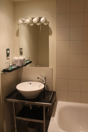 Grand Plaza Serviced Apartments: Bathroom