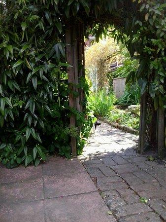 Pilgrims B&B: spiritual garden