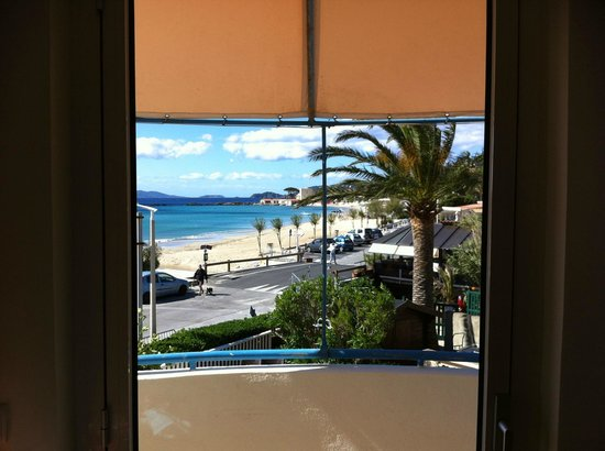 Hotel Mediterranee : View from room 6 - no really - it's THATgreat.