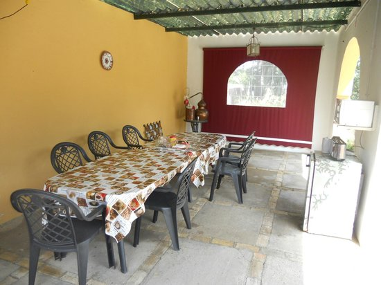Casa Rural El Parentesis: Pérgola salón de desayunos
