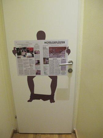 Hotel Rathaus Wein & Design: Toilet news ;)