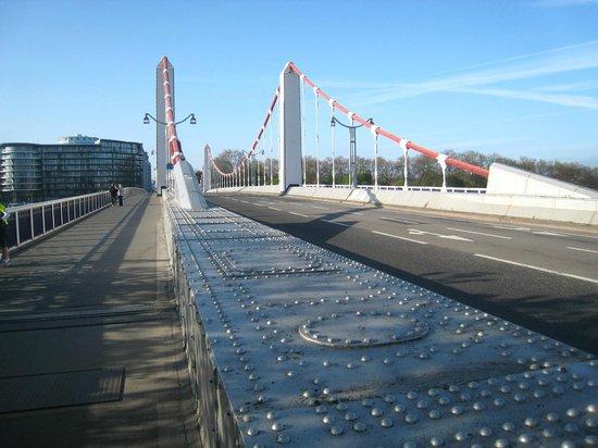 Chelsea Bridge: Fine span