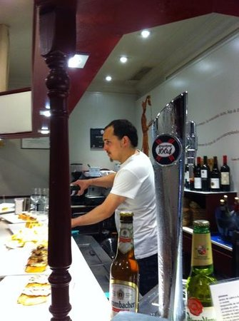 Bar Alex : Asier is the king of the bar tonite!