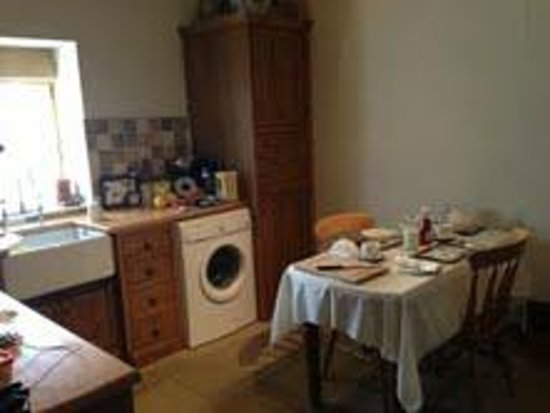 Ann's Cottage and The Old Smithy: Kitchen with Breakfast things laid out ready..