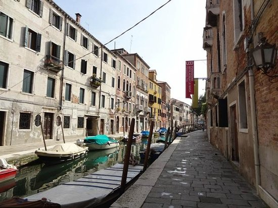Casa Rezzonico: The canal in front