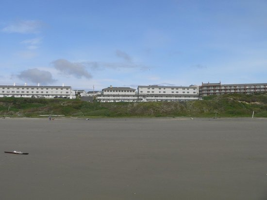 Shilo Inn Suites Hotel - Newport: Hotel from beach