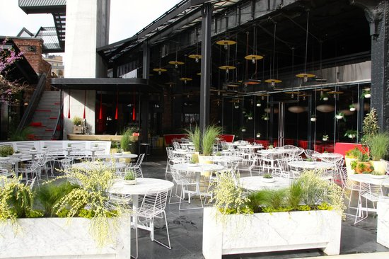The Standard, High Line: udefor hotellet - restaurant og bar
