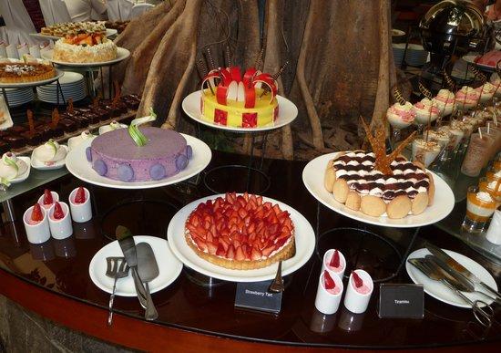 Movenpick Hotel Bahrain: Gateaux