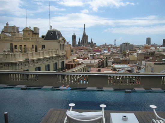 Hotel Ohla Barcelona: Pool on the roof