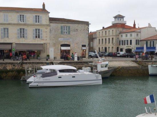 Dream'On Catamaran : Le Dream'On sur le port de Saint-Martin de Ré
