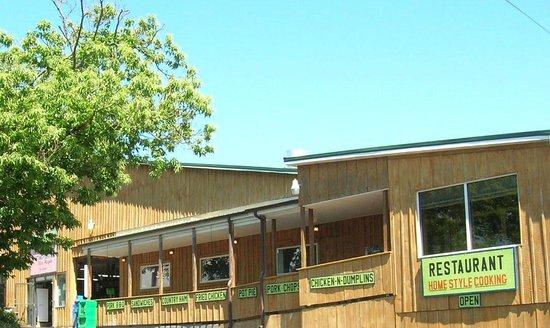 Carver's Applehouse: Restaurant side of barn