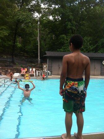 Devil's Den State Park: Enjoying the pool