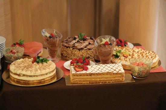 Les Tilleuls: Chariot de pâtisseries (fête des mères)