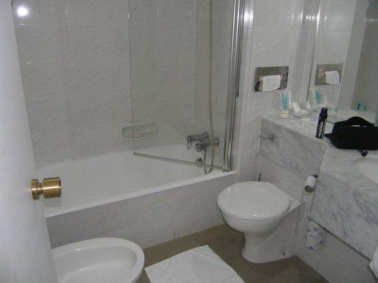 Grecian Park Hotel : Bath-room... 5 stars?