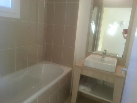 Résidence Odalys Le Mas des Flamants : Salle de bain