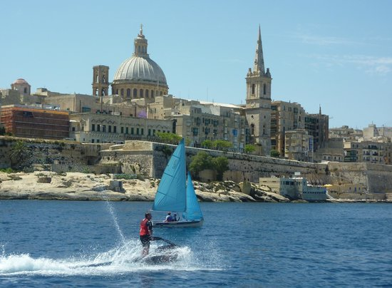 Hotel Phoenicia: Lovely Valletta from the Harbour Cruise