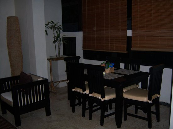 The Seri Suites: Dining area