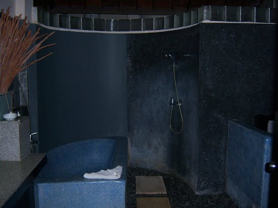 The Seri Suites: Bathroom