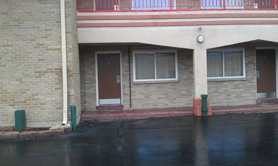 Americas Best Value Inn Barrington: Door to Room 116
