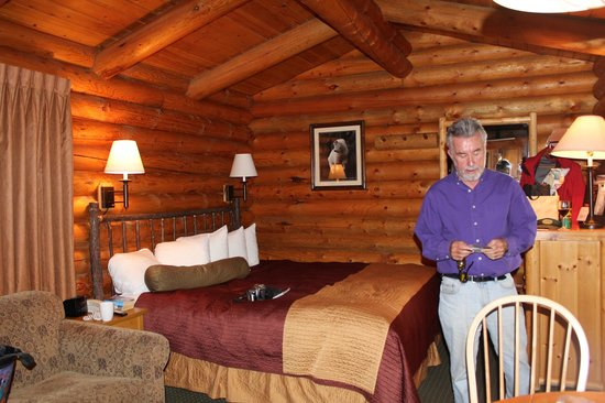 Cowboy Village Resort: Interior with King Size Bed