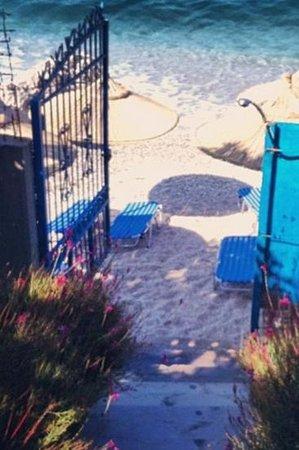 Mare Bed & Breakfast Hotel : private beach